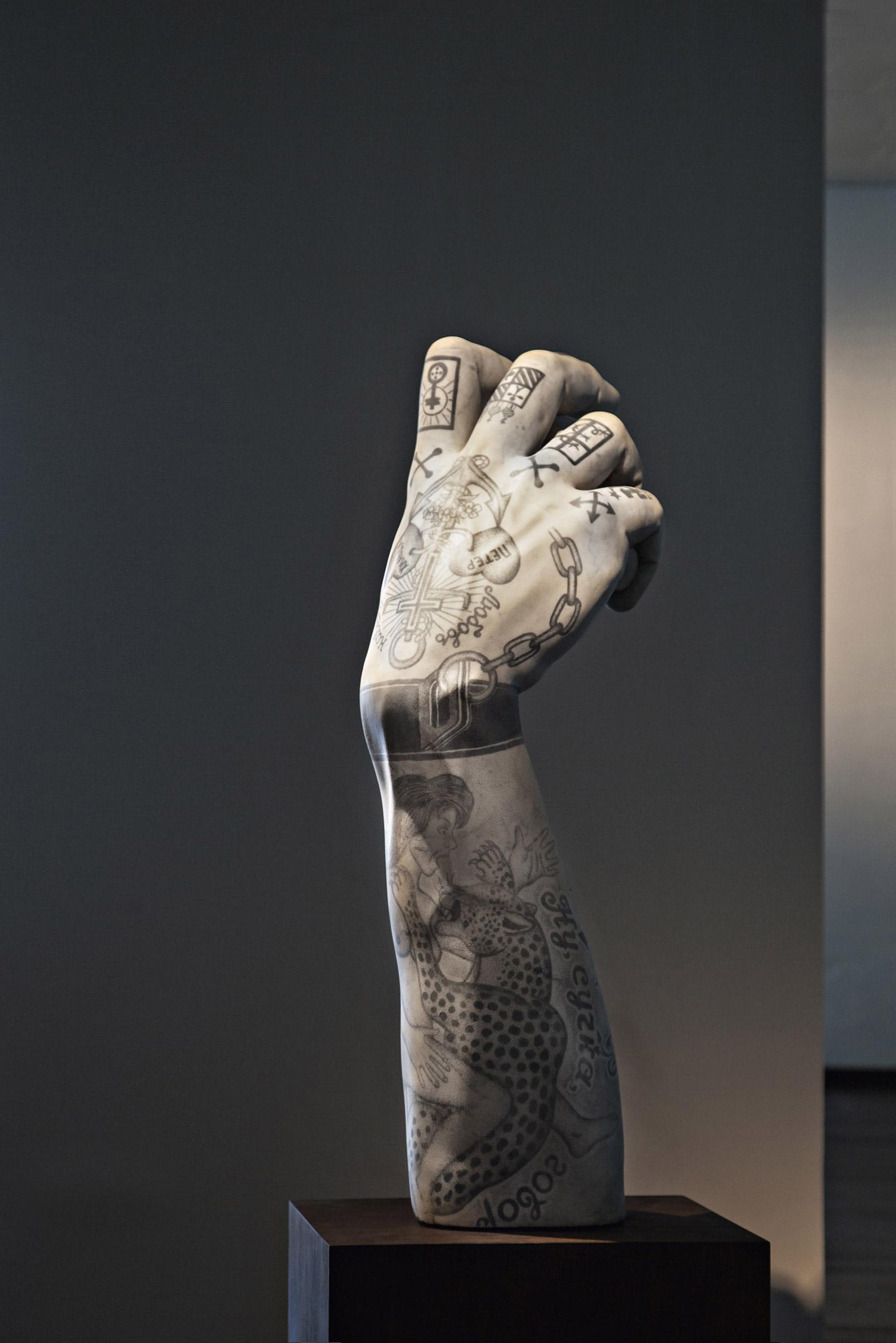 punk fabio viale poggiali forconi marmo marble braccio david tattoo