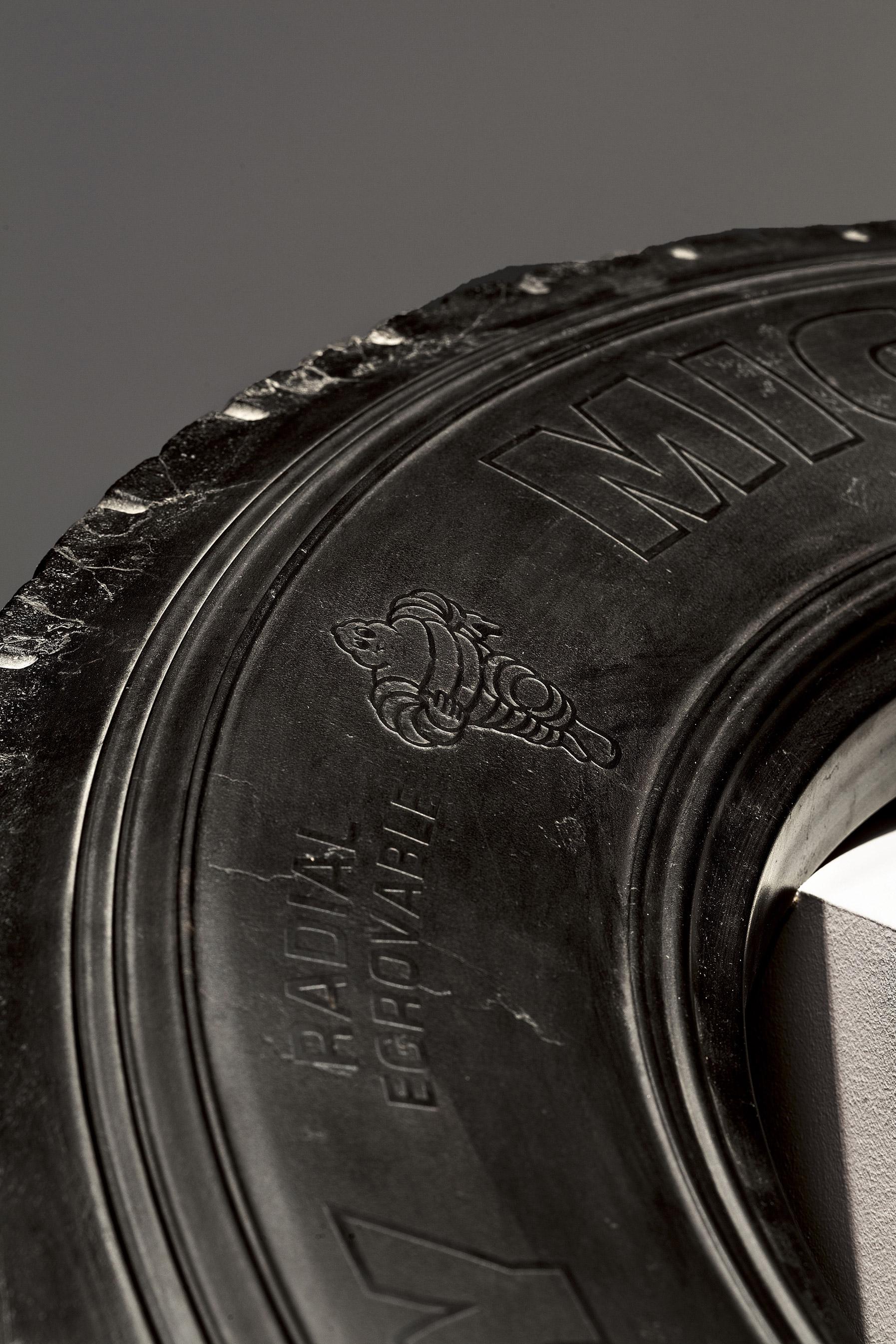 ruota tire fabio viale marmo nero black marble sculpture scultura art