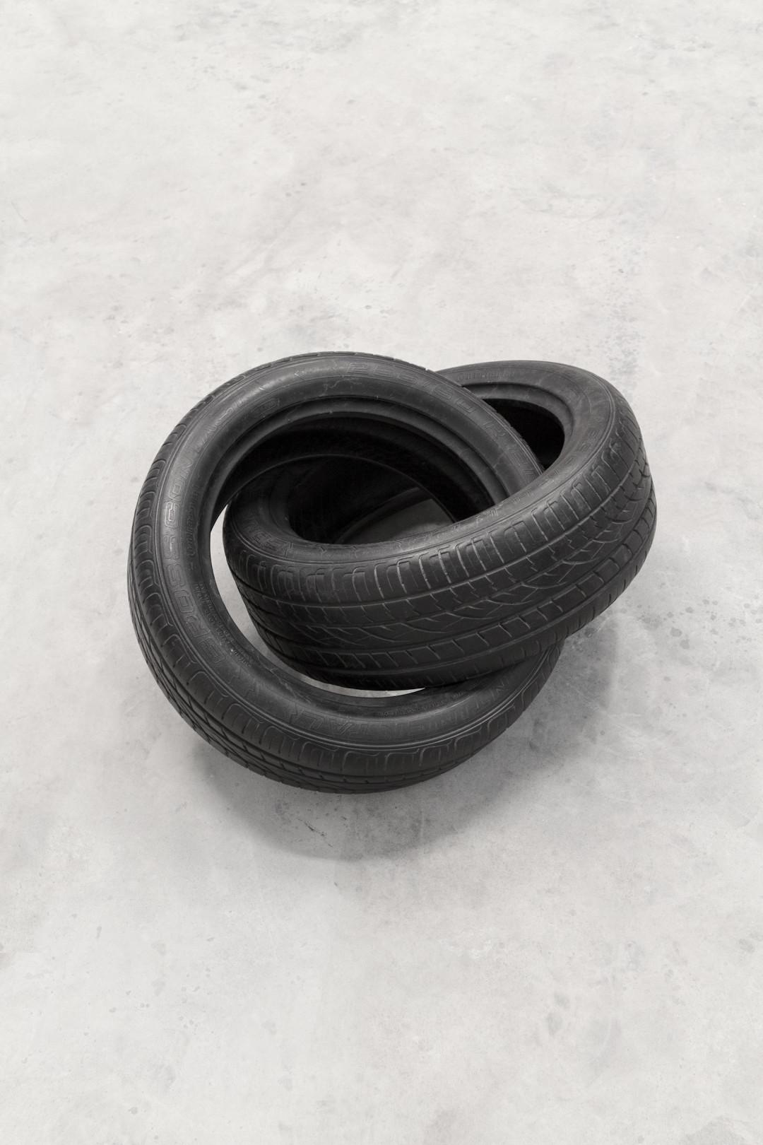 infinito-2017-marmo-nero-cm-50x96x77-8812