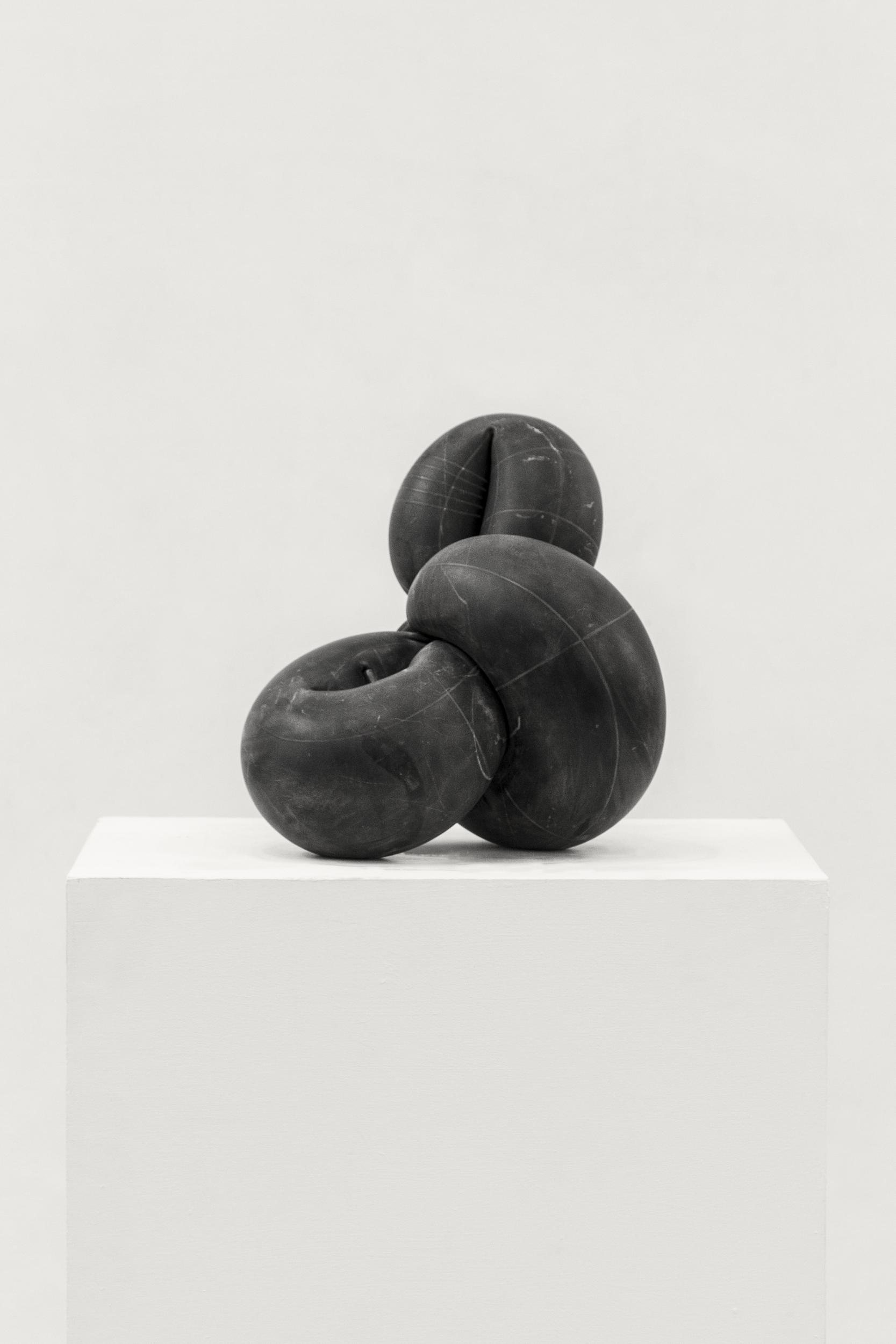orbitale-2016-marmo-nero-cm-42-x-40-x-35-8755